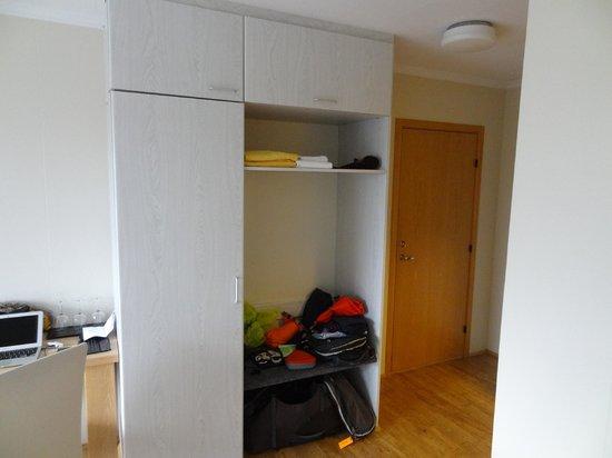 Northern Light Inn: cupboard space Rm 1