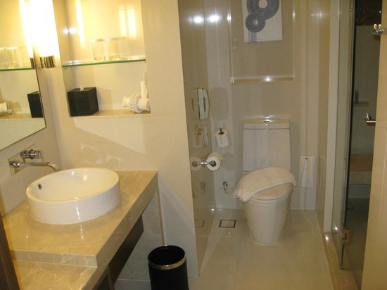 Centara Grand at Central Plaza Ladprao Bangkok: Bathroom