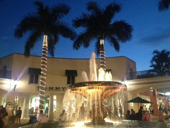 Bon Appetit French Bistro : Miromar Outdoor Mall is beautiful - You don't have to shop to dine here!
