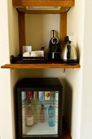 Spier Hotel: Frigobar com café e chá de cortesia