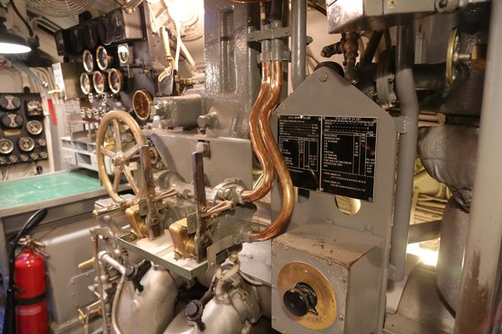 USS Bowfin Submarine Museum & Park: Engine room