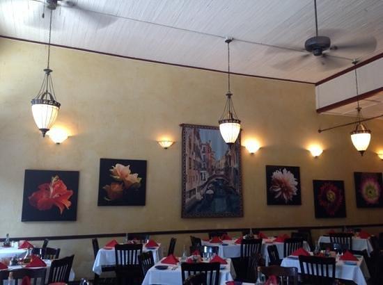 Pignetti's: dinig room 2