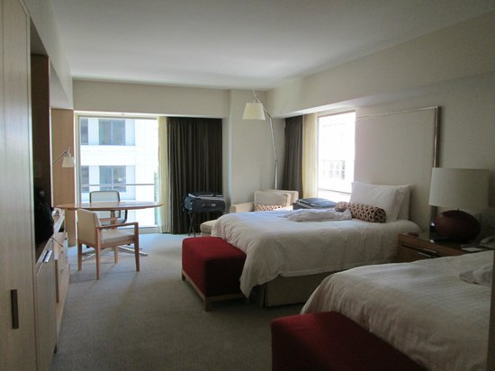 Four Seasons Hotel Seattle: The rooms are comfortable & spacious!