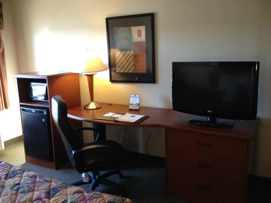 Sleep Inn & Suites: Flat Screen TV and Micro fridge