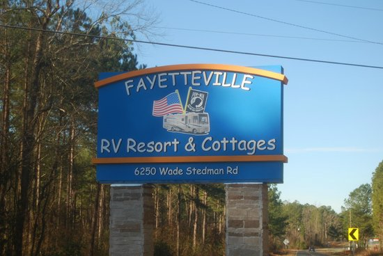 Fayetteville RV Resort & Cottages : Our entry sign