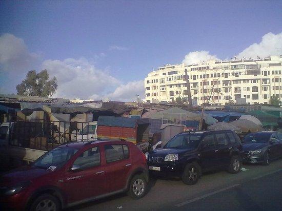 Casablanca, Marokko: Outside the market
