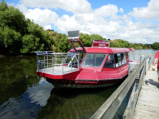 Huka Falls tracks: River Cruise Boat