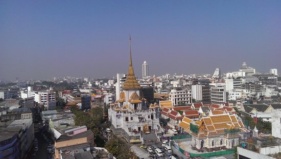 Centra Central Station Hotel Bangkok : view of golden temple from viewing area back if pool bar