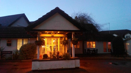 Basingstoke Country Hotel & Spa: hotel from outside
