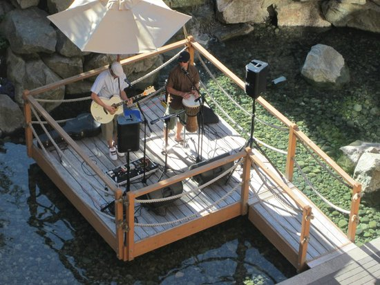 Four Seasons Resort and Residences Whistler: Live music each night