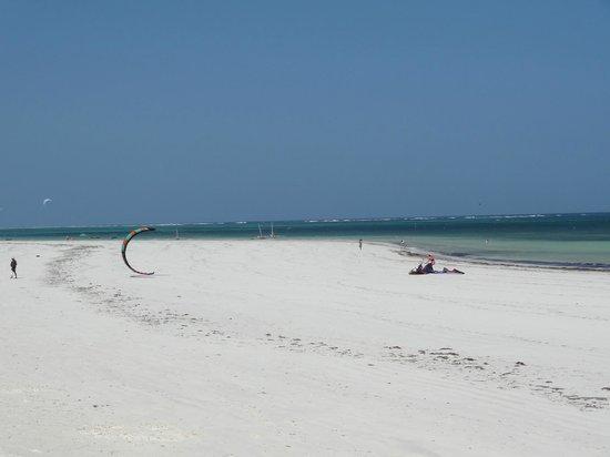 Neptune Village Beach Resort & Spa : Beautiful beach
