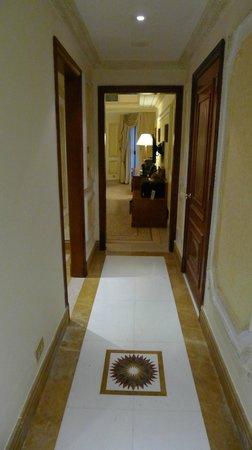 InterContinental Dar Al Tawhid: Room entrance