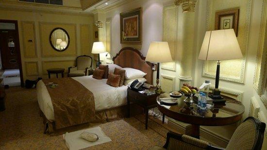 InterContinental Dar Al Tawhid : Lavish bed