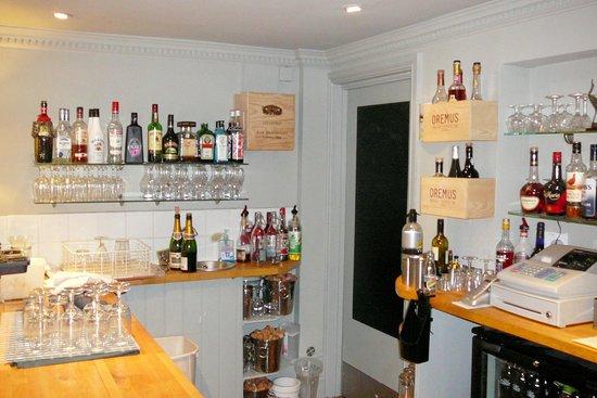 Cranes Wine Cafe: The Pub