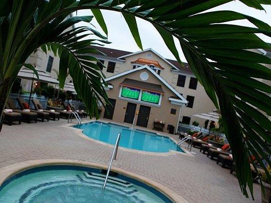 The Inn At Fox Hollow Hotel: Outdoor Heated Pool & Hot Tub