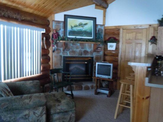 Whispering Pine Lodge: Spruce Cabin Living Room