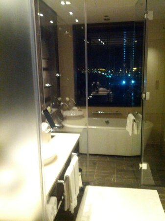 InterContinental Dubai Festival City: Bathroom with a view