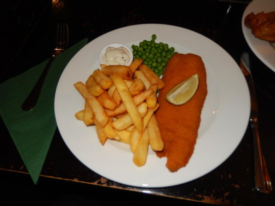 The Steam Packet Inn: Breaded haddock, chips, peas and tartar sauce.