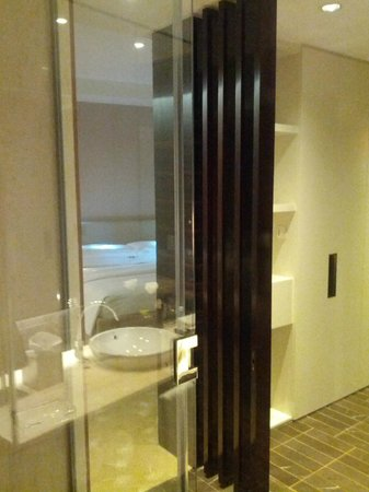 InterContinental Dubai Festival City: En suite bathroom