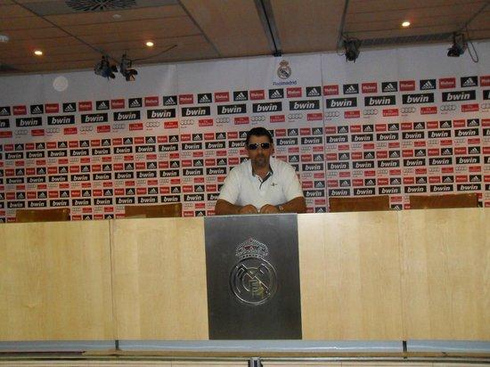 Estadio Santiago Bernabéu: Dando la conferencia je je