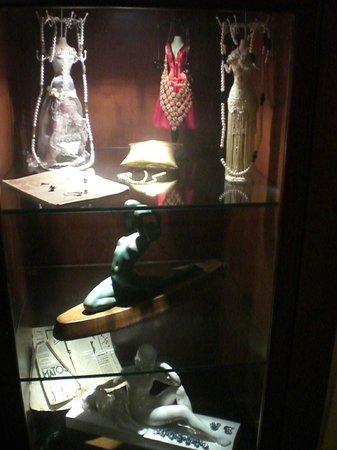 Best Western Hotel Artdeco: Vetrinetta in una sala interna