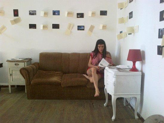 Contraluz Art Hostel: lectura