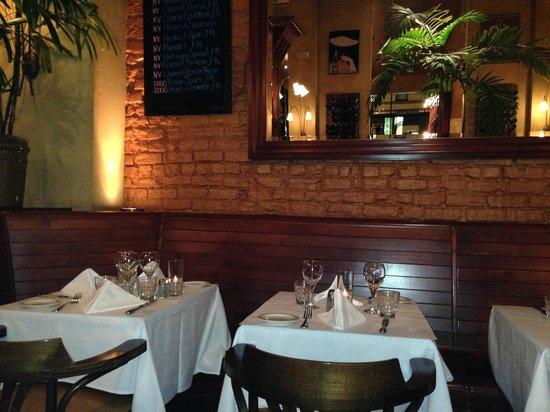 Cafe De La Presse: Dining Room