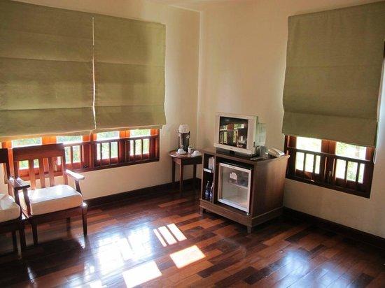 Teak Garden Spa Resort : tv and fridge in the room