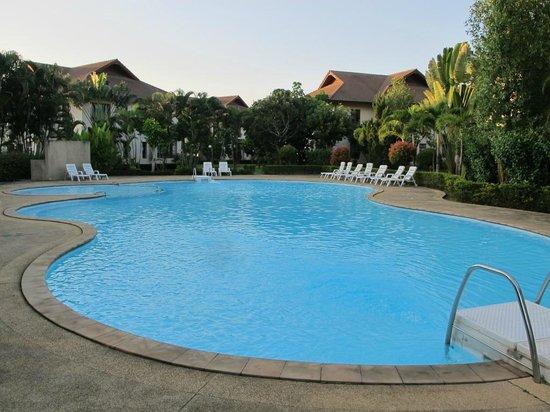 Teak Garden Spa Resort : pool area