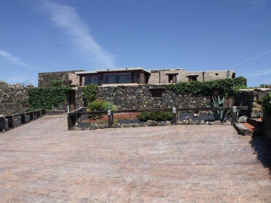 Finca La Corona: From the parking spaces looking at Ponienti