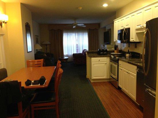 Marriott's Fairway Villas: Kitchen, Dining, and Living Room
