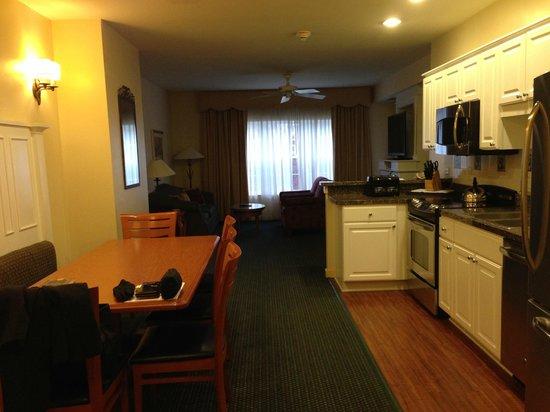 Marriott's Fairway Villas: Living Room, Kitchen, Dining