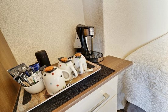 Lauriston Court Hotel: hospitality tray