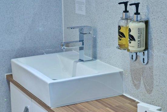 Lauriston Court Hotel: Duck Toiletries