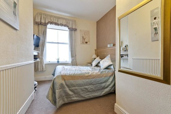 Lauriston Court Hotel: Room 6 cosy sea view double