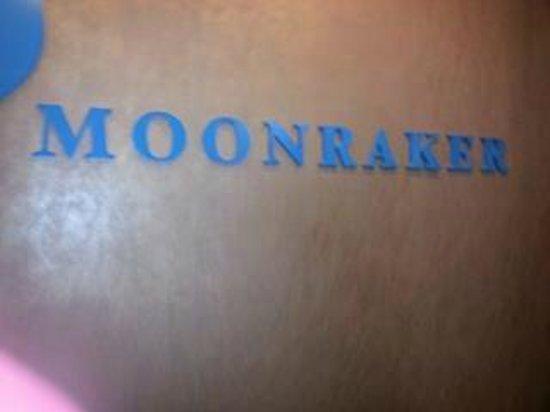 Moonraker: Restaurant