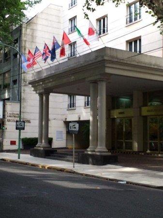 Loi Suites Recoleta Hotel: Front entrance to Loi Suites