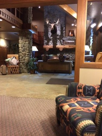 River Rock Lodge: Lobby