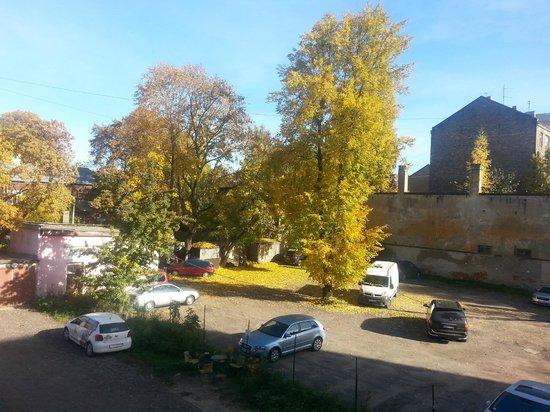 Hostel Knights Court : Вид из окна