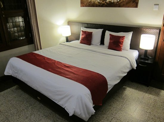 Merbabu Guest House: Deluxe Room, King size bed