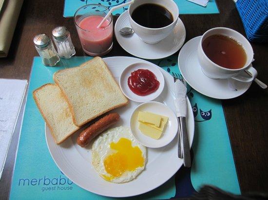 Merbabu Guest House: Free continental breakfast, no complaints