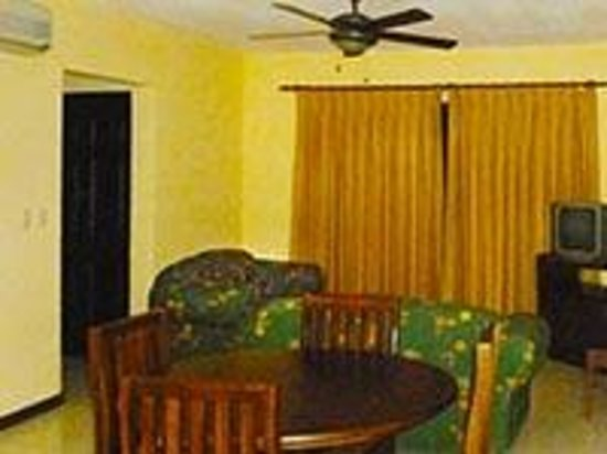 Guanacaste Expeditions : Condo Living Room and dining Area