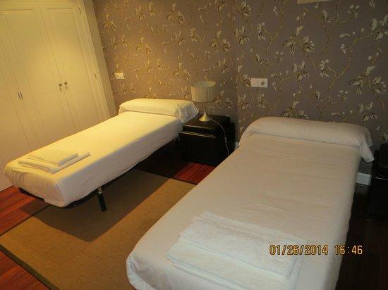 Apartamentos Cruceiro Do Galo: Habitación secundaria. Al día siguiente de llegar se transformó en sala de televisión