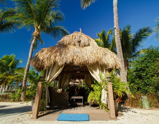 Island Bay Resort: Relax in our beach Tiki