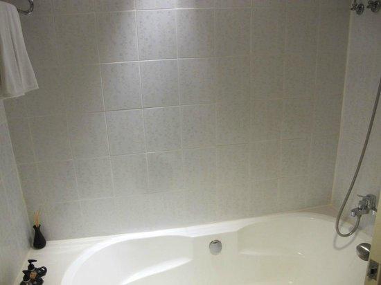 Royal View Resort: bathroom