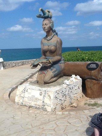 Villa del Palmar Cancun Beach Resort & Spa: Mayan ruins at Isla Mujeres