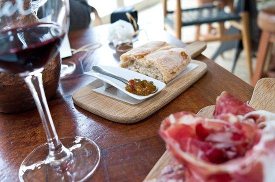 Spier Wine Farm: Nice food pairing.