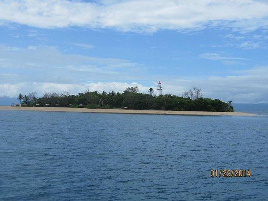 Sailaway: Low Isles snorkle destination