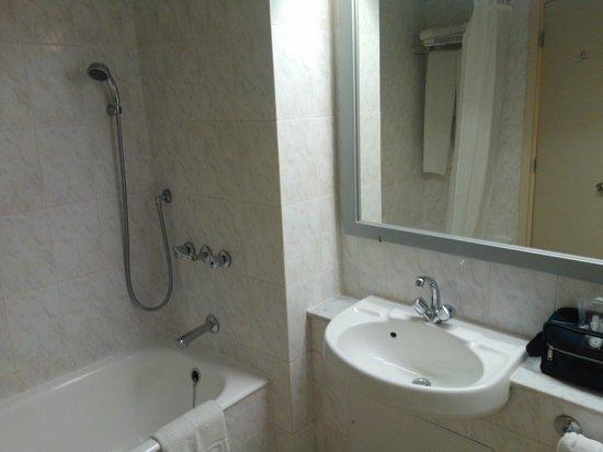 Volos Palace Hotel : Bathroom 1