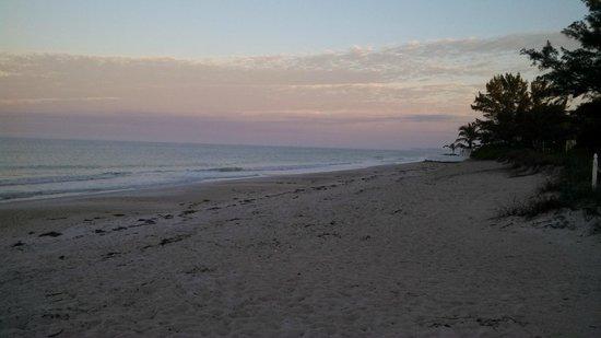 Bungalow Beach Resort : Beautiful mornings!